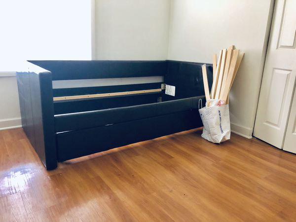 Twin day bed - with extra day bed feature underneath