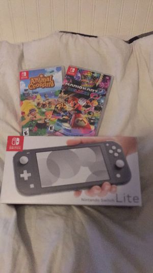 Grey Switch Lite, Animal Crossing, Mario Kart 8 Deluxe for Sale in Wilton, CA