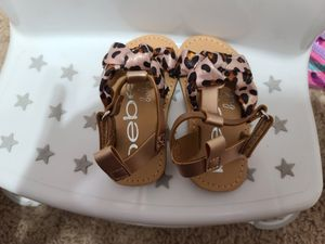 New girls sandals size 4 for Sale in Mesquite, TX