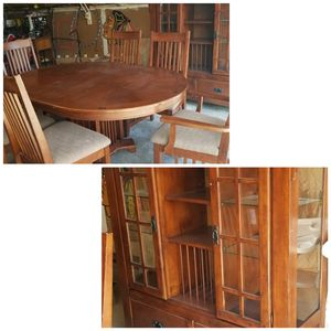 Dinning table and chairs with leaf & Hutch w glass shelves for Sale in Bloomington, IL