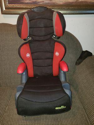 Car seat de 3 a 10 años en excelentes condiciones vivo en Dallas oakcliff for Sale in Dallas, TX