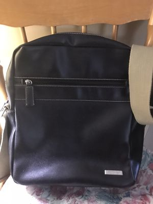 Kenneth Cole Reaction Crossbody Men's Messenger Shoulder bag Very good condition for Sale in Monterey Park, CA