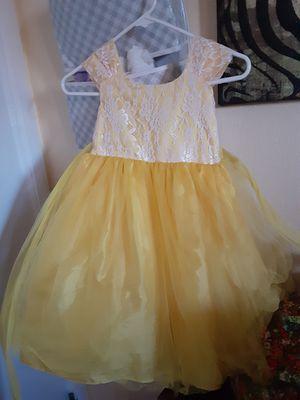 Yellow 4t dress for Sale in Las Vegas, NV