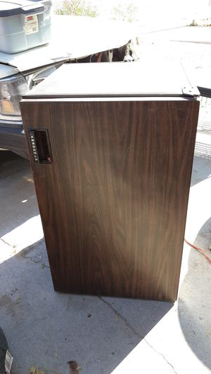 ABSOCOLD MINI FRIDGE WITH MINI FREEZER for Sale in Las Vegas, NV