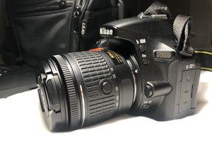 Nikon D5600 DSLR Camera with 18-55mm lens for Sale in Pico Rivera, CA