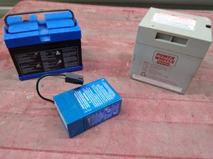 3 batteriee for Sale in Oak Lawn, IL