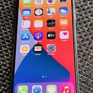 iPhone 11 Pro Max 256GBS AT&T or cricket for Sale in Clovis, CA