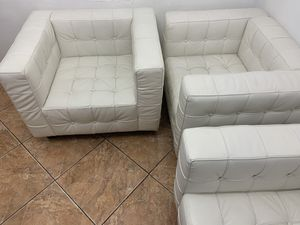 White sofa for Sale in Miami Gardens, FL