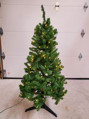 Christmas Tree - 4 1/2 ft. for Sale in Williamsburg, MI