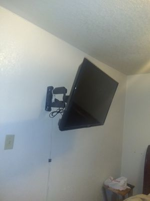 32 in apex tv with full motion for Sale in Dallas, TX