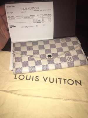 💯 Authentic Louis Vuitton comes with the box Receipt and dust bag for Sale in Bakersfield, CA