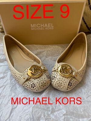 MICHAEL KORS SIZE 9 $70 DllS NUEVO ORIGINAL for Sale in Fontana, CA