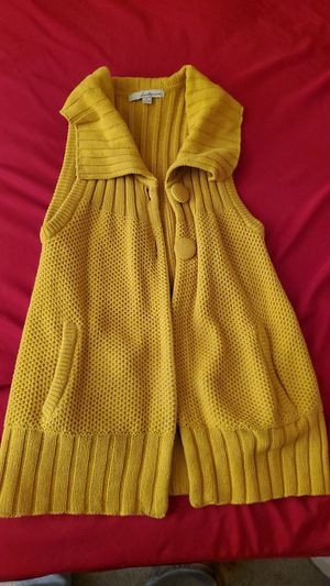 4 Sweaters and 1 sleeves cardigan for Sale in Las Vegas, NV