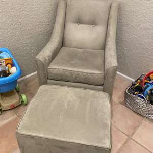 Glider With Ottoman for Sale in Hollywood, FL