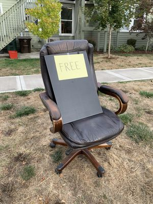 Free desk chair for Sale in Hillsboro, OR