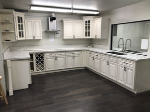 Kitchen Solid Wood Cabinet Quartz Counter tops Warehouse Lowest Cost for Sale in El Monte, CA