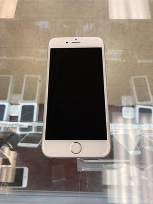 iPhone 6 silver 16GB Unlocked for Sale in Richmond, VA