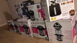 Instantpot pressure cooker 7 in 1 for Sale in Stockton, CA