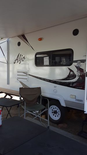Aljo ultra lite 2011 25ft travel trailer for Sale in Hemet, CA