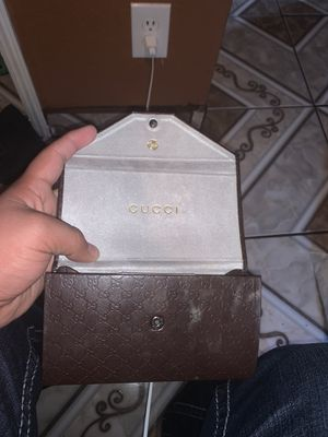 Real Gucci a lil messed up shoot me a offer for Sale in Parlier, CA