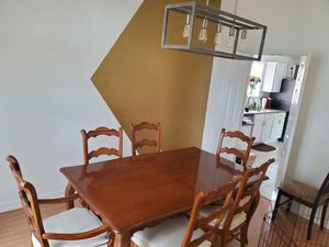 Beautiful Wooden Dining Table w/6 Chairs and 2 extra leaves for Sale in Dallas, TX