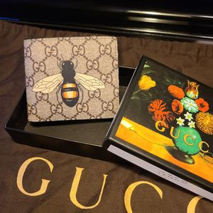 Gucci Bumblebee Print Supreme GG Wallet for Sale in San Diego, CA