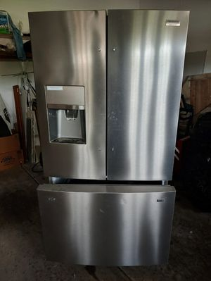 frigidaire stainless french door fridge for Sale in Pekin, IL