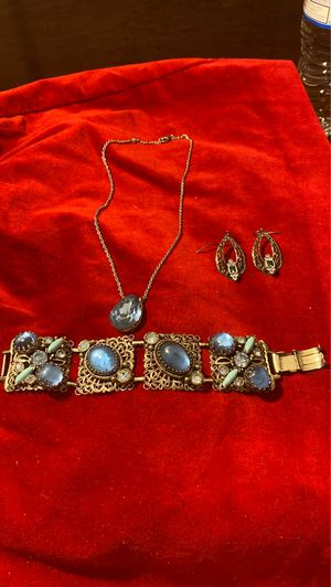 Pretty blue necklace with bracelet and earrings for Sale in Houston, TX