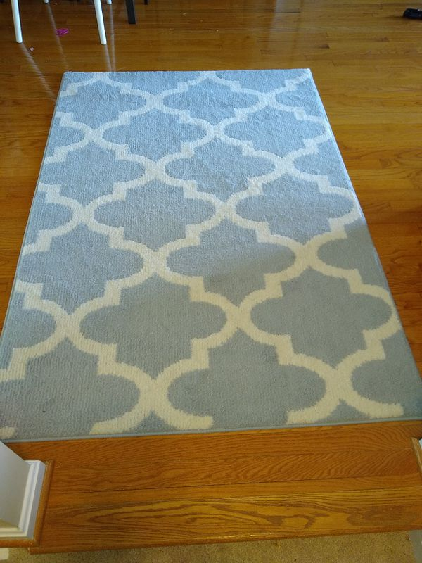 """New (out of package) rug - 5'6"""" x 3'9"""""""