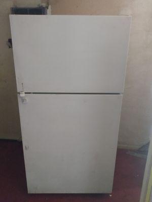 21 cubic foot refrigerator for Sale in Wichita Falls, TX