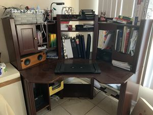 Corner desk very spacious great storage options for Sale in Kissimmee, FL