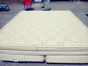 King size bed with frame for Sale in Chattanooga, TN