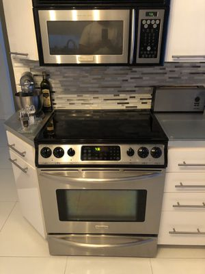 Frigidaire Slide In Convection Stove & Microwave for Sale in Fort Lauderdale, FL