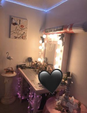 Makeup vanity for Sale in Mesquite, TX