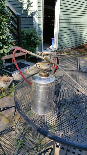 B and G 1 gallon sprayer for Sale in Nashville, TN