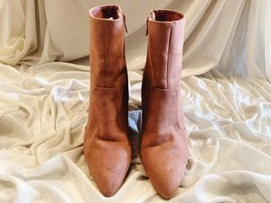 Baby Pink Heeled Boots Sz 7 for Sale in Shelbyville, KY