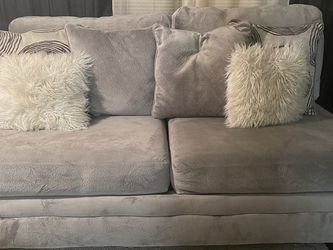GrGray Sectional That Splits Into Two Pieces With Matching Chair for Sale in Atlanta,  GA