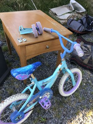 Girls Frozen bike - with training wheels for Sale in Boring, OR