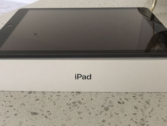 iPad 7th Generation - 32 GB- Space Grey for Sale in Miami,  FL