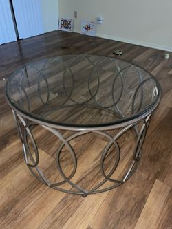 Round glass coffee table for Sale in Oceanside,  CA