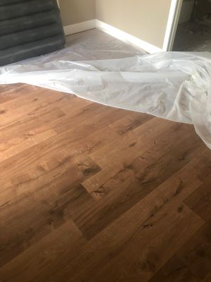 Laminate flooring spc vinyl pvc spc waterproof stairs pisos laminados resistentes al agua instalador for Sale in Medley, FL
