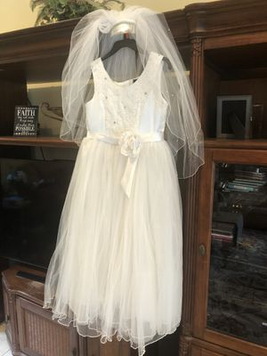 White dress and veil for flower girl, christening, baptism or wedding for Sale in Riverview, FL