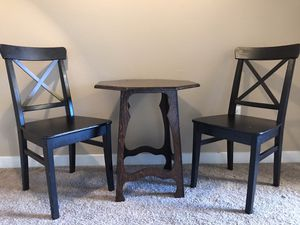 TABLE AND CHAIR SET for Sale in Gresham, OR