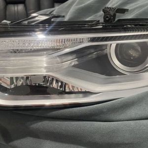 Audi Q3 Left Driver Side Headlight Xenon OEM 2016 2017 2018 for Sale in Miami, FL