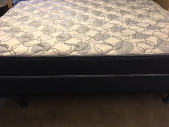 Queen bed with box springs for Sale in San Angelo,  TX