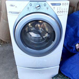 Whirlpool Front Loading Smart Washer for Sale in Fresno, CA