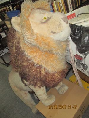 FULL SIZE FAKE LION. KING OF THE JUNGLE. BRING YOUR TRUCK TO OUR WEST KENDALL WAREHOUSE. for Sale in Miami, FL