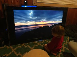 """Sony Bravia 46"""" plus glass frame tv for Sale in Sisters, OR"""