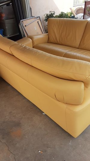 2 identical couch for Sale in Stockton, CA