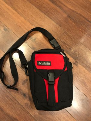 New Columbia Crossbody bag with lots of pockets for Sale in Buckeye, AZ